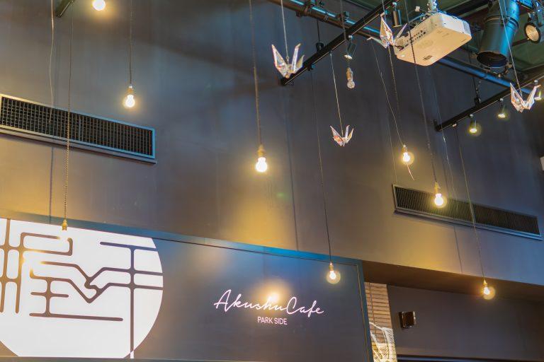 握手カフェの天井の装飾