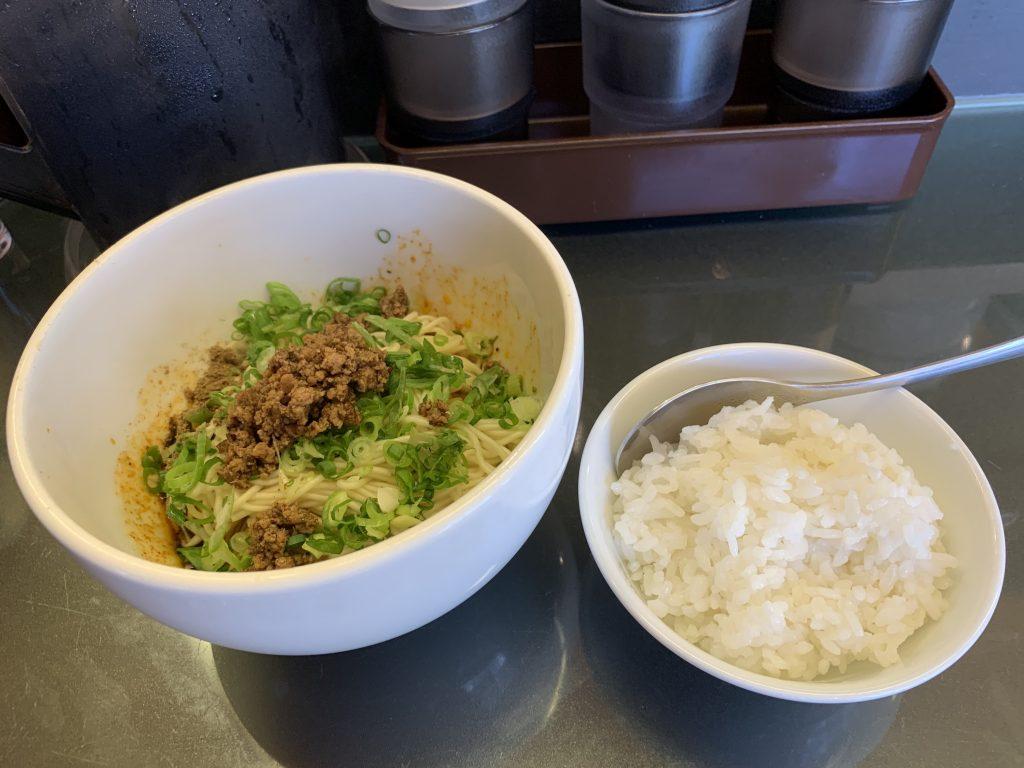 汁なし担々麺と半ライス